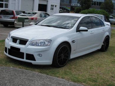 COMMODORE VE FLUTED SIDE SKIRTS